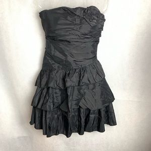 🆕 Daisy strapless Mini Dress Medium Juniors.